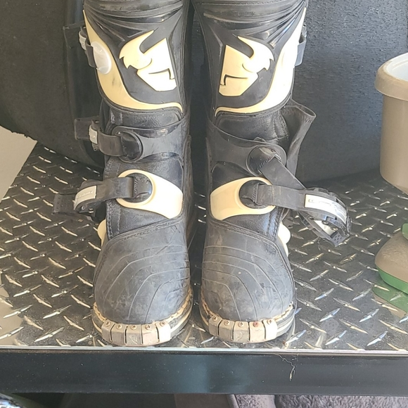 Youth Size 1 Thor Quadrant Riding Boots